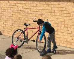 Jack presenting How-To put a bike together